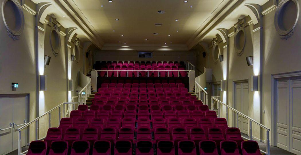 De grootste filmzaal van filmhuis Cinecitta in Tilburg. In deze zaal wordt al meer dan 100 jaar film gedraaid! Foto: Cinecitta © Vincent Nabbe.