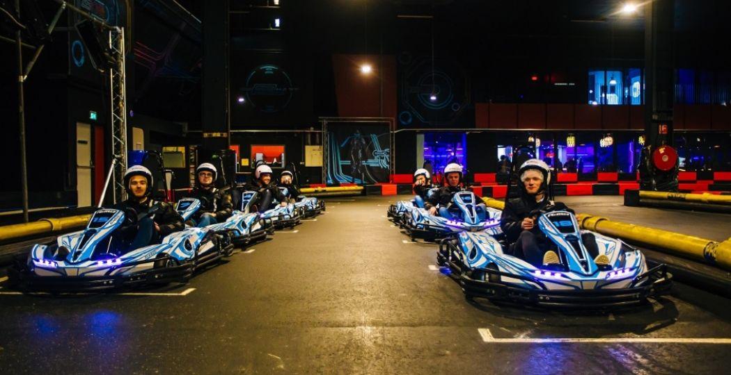 ZERO55 Apeldoorn heeft een unieke e-kartbaan met een indoor én outdoor parcours van 340 meter. Foto: ZERO55.