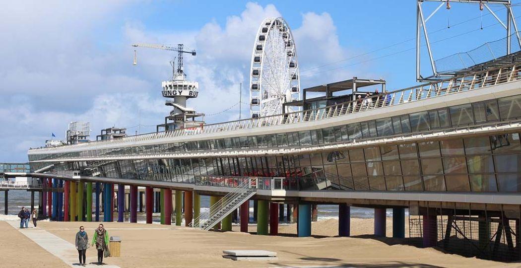 De Pier in Scheveningen is een plaatje, inclusief zipline, reuzenrad en bungeejumptoren. Foto: Redactie DagjeWeg.NL.