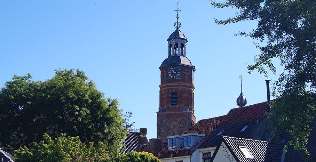 De kerk is het centrum van Buren en was het decor voor de grootste gebeurtenis uit de Burense geschiedenis. Foto: DagjeWeg.NL / Grytsje Anna Pietersma