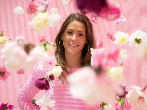 Verstop jezelf tussen de roze bloemetjes. Foto: Likeland © Evelien Emonds, Eef Design