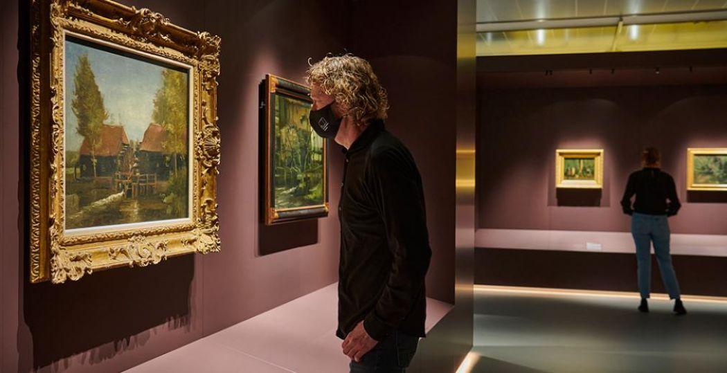 Twaalf schilderijen uit de Brabantse jaren van Vincent van Gogh vormen de kern van een expositie over zijn leven en werken in Brabant. Links het schilderij De Collse watermolen. Foto: Het Noordbrabants Museum © Jan-Kees Steenman