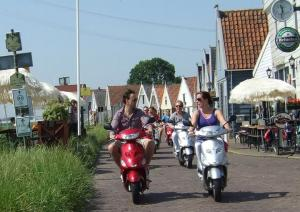 Scootertocht door 't Waterland langs Marken en Volendam