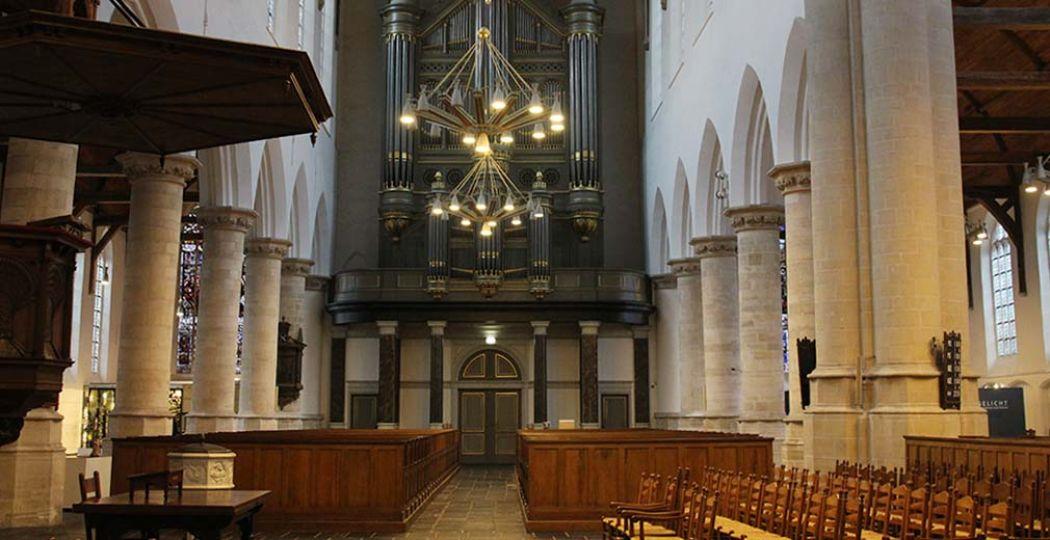 De Oude Kerk Delft is de oudste kerk van de stad en een plaatje om te zien. Foto: DagjeWeg.NL.