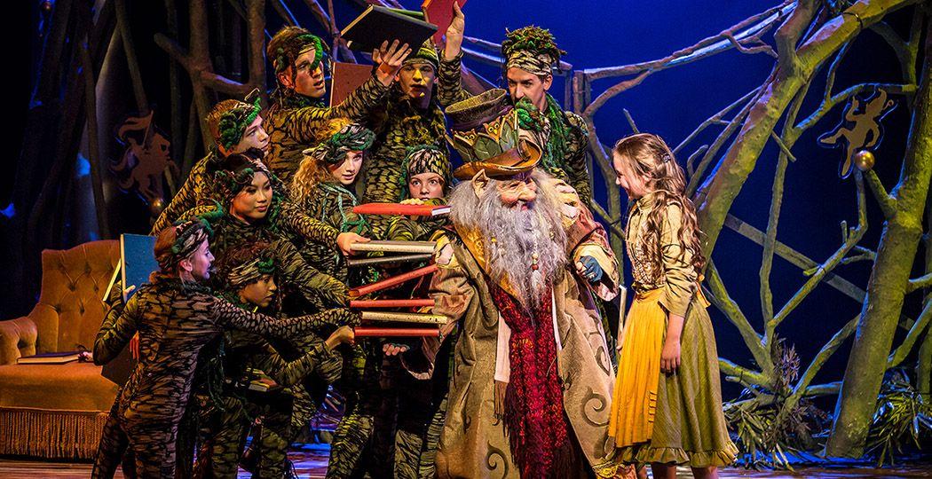 Geniet met het hele gezin thuis van de prachtige Efteling musical 'De Sprookjessprokkelaar'. Ook andere Efteling musicals kun je thuis bekijken. Foto: De Efteling