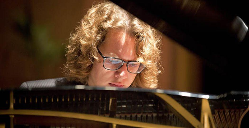 Hannes Minnaar is één van de drie toppianisten die te horen is in de serie Wereldpianisten. Foto: Persmateriaal