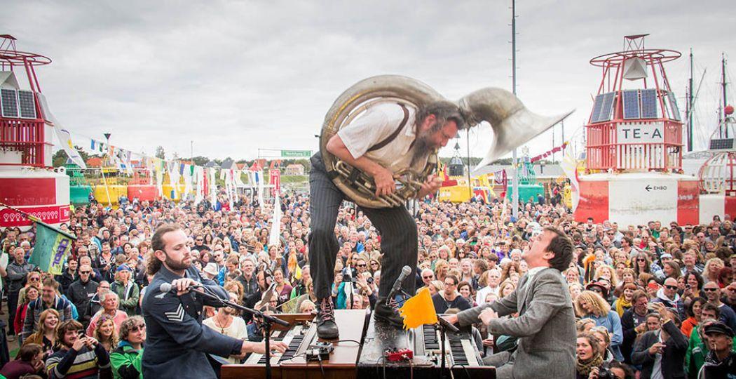 Spectaculaire optredens. Dit jaar heeft Oerol bijna honderd muzikale acts. Foto: Saris & den Engelsman.