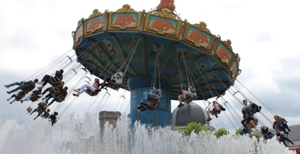 Heerlijk zweven in de gigantische zweefmolen tijdens een dagje Phantasialand. Foto: DagjeWeg.NL.