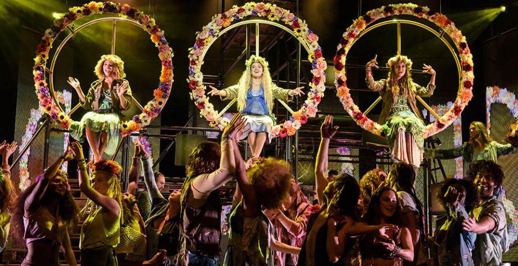 Een voorstelling vol flowerpower, vriendschap, vrijheid en oude hits: HAIR de musical. Foto: Roy Beusker Fotografie.