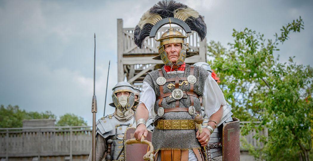De Romeinen hebben bezit genomen van Themapark Archeon tijdens het Romeins Festijn. Kom kijken naar de soldaten, ambachtslieden en gladiatoren. Foto: persfoto Themapark Archeon