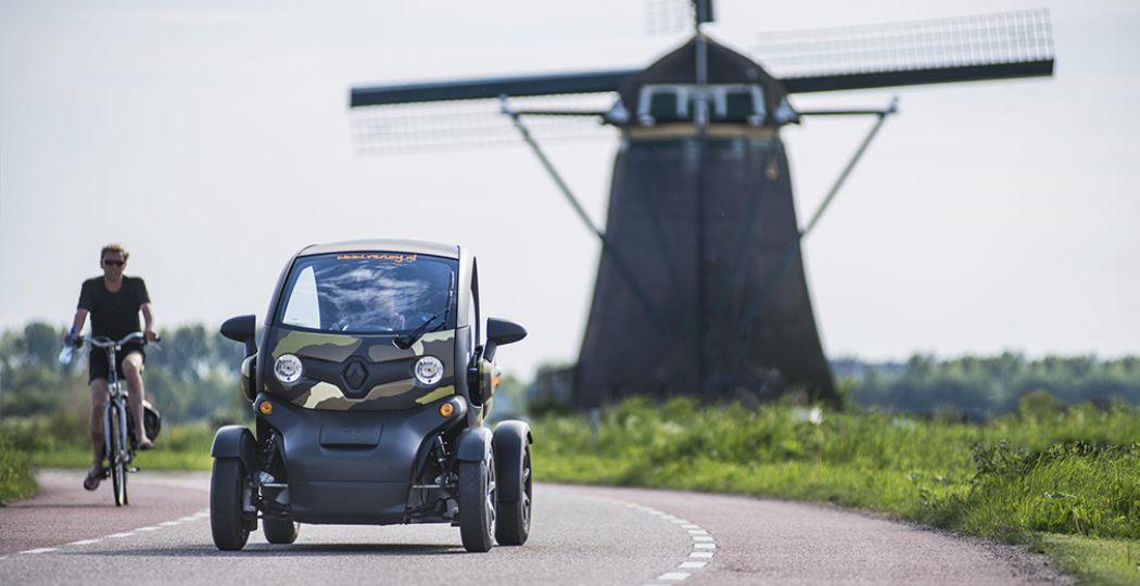 Met de GPS Tour van Renzy race je in een elektrische Twizy langs prachtige oer-Hollandse taferelen. Foto: Renzy.