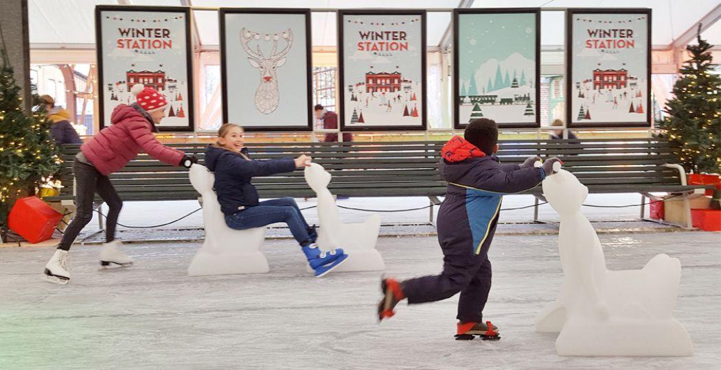 Leen gratis schaatsen en ga de schaatsbaan op in Winter Station. Foto: Het Spoorwegmuseum