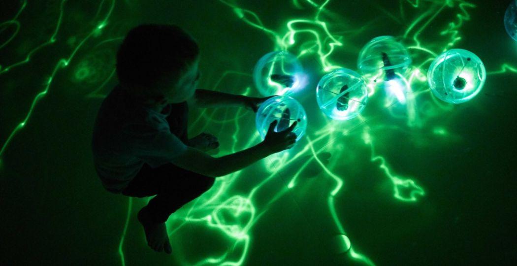 Spelen en ontdekken met kunst in het Groninger Museum. Foto: Groninger Museum © Daan Roosegaarde.