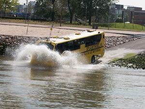 Bus in het water.