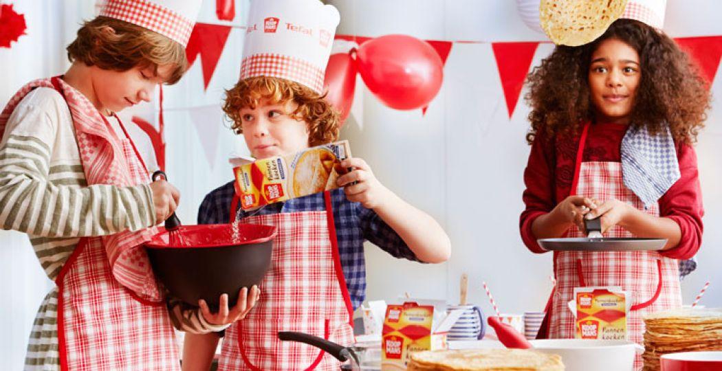 Gezellig met zijn allen pannenkoeken bakken! Foto: Nationale Pannenkoekdag.