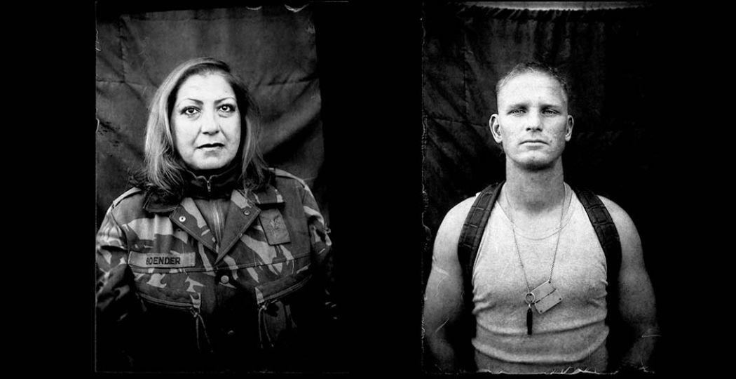 Roemers fotografeerde de militairen met een antieke camera. Foto: Martin Roemers, courtesy Torch Gallery