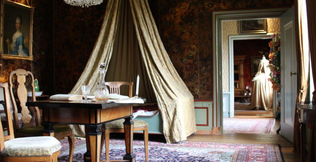 Waan je in de achttiende eeuw in Het Grootste Poppenhuis van Nederland. Aan elk detail is gedacht. Foto: DagjeWeg.NL.
