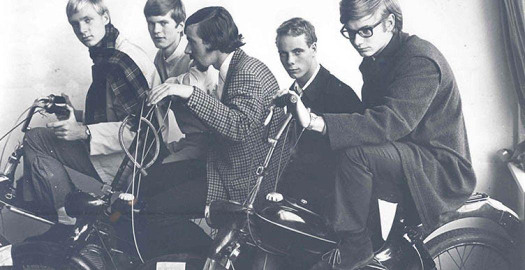 Foto: Haagse nozems met Puchs. ca. 1967. Marianne Dommisse. Haagse Beeldbank.
