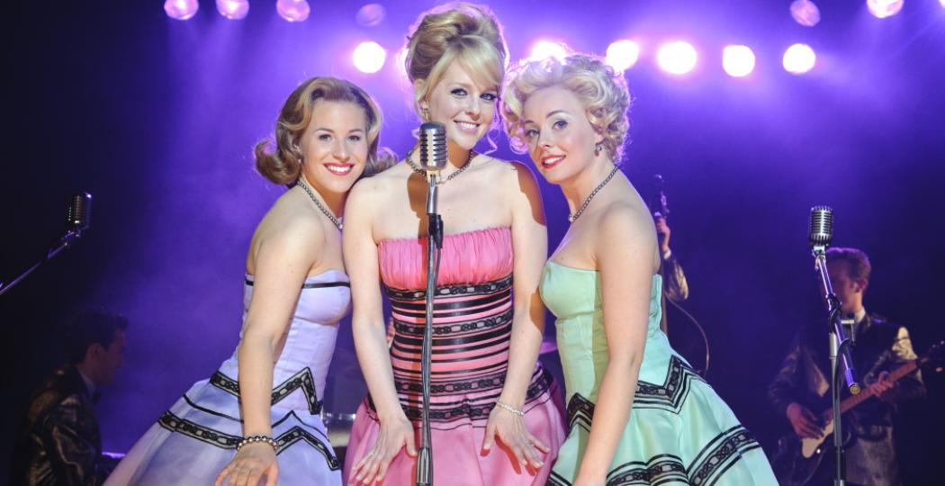 Bekijk op Stage Memories scènes en hits uit bekende musicals van vroeger en nu. Chantal Janzen speelde in 2010 de hoofdrol in de musical Petticoat. Foto: Stage Entertainment Nederland.