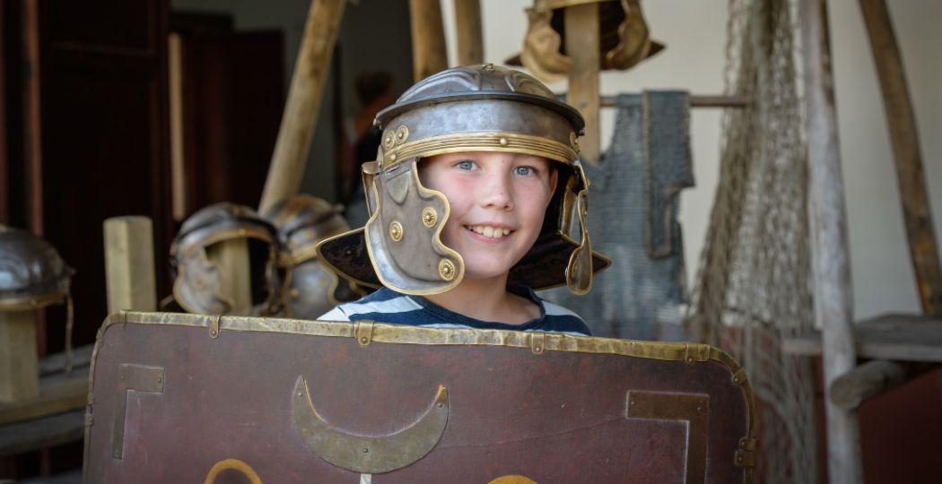 Ga een dagje terug in de tijd en maak alle tijdperken zelf mee in Archeon. Foto: Museumpark Archeon.