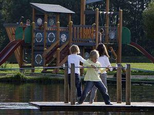 Lekker spelen in het speelpark. Foto: Gezinspark 't Smallert.