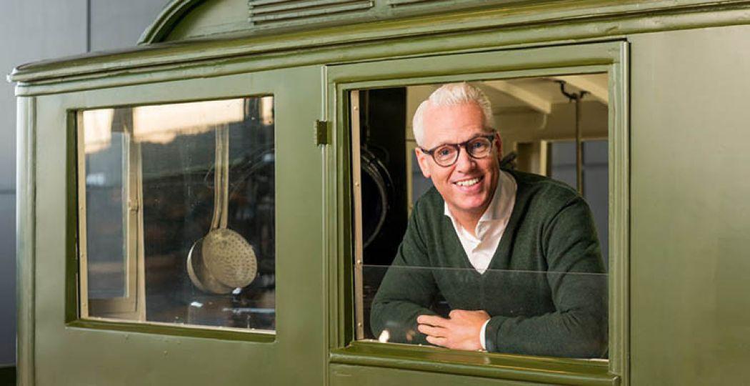 Topkok Rudolph van Veen maakt speciale gerechten tijdens kookdemonstraties. Foto: Nationaal Militair Museum.