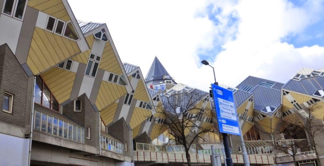 Een van de bekendste beelden in Rotterdam: de kubuswoningen. Foto: DagjeWeg.NL, Henk Arendse.