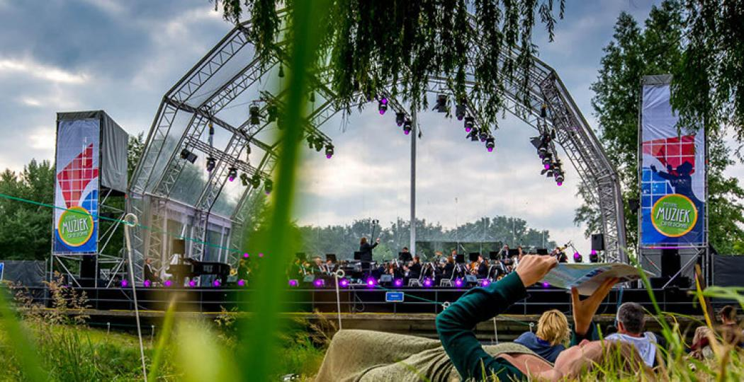 Veel leuke dingen te doen in Eindhoven, zoals het festival Muziek op de Dommel. Foto:  Flickr, PeterBeekmans .