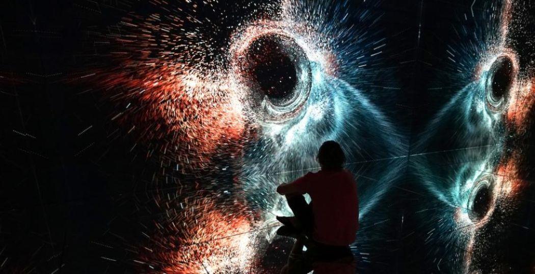 Distortions in Spacetime door Marshmallow Laser Feast. Deel van de openingsexpositie in Nxt Museum: Shifting Proximities. Foto: Nxt Museum © Marshmallow Laser Feast