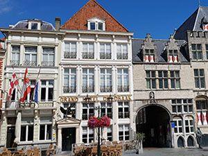 Restaurant Hemingway vind je in hotel De Draak, het oudste hotel van Nederland. Foto: DagjeWeg.NL