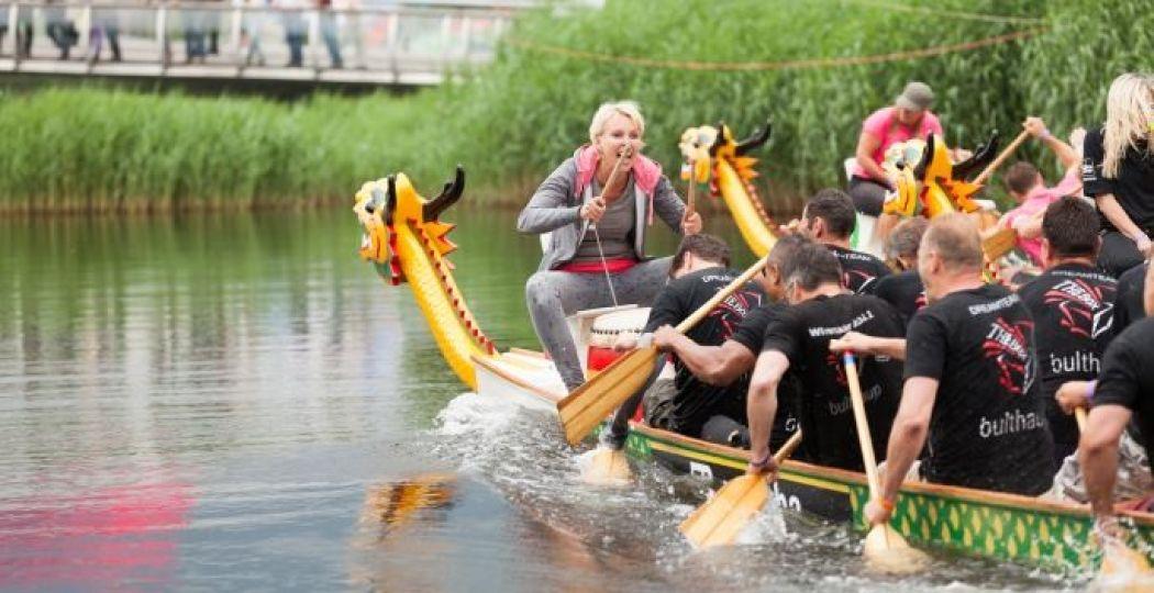 Spektakel op het Apeldoornse kanaal. Foto: Drakenbootfestival, Yoran Fotografie