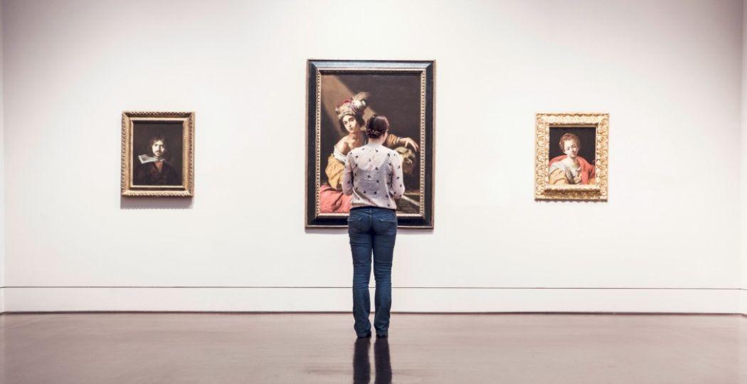 Bezoek een kunstexpositie bij jou in de buurt. Foto:  Pexels.com