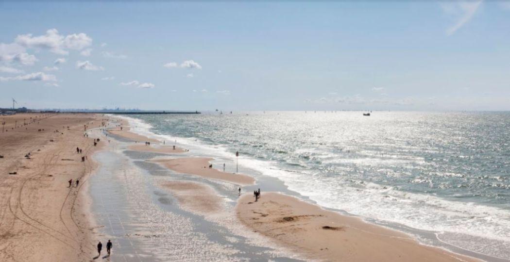 Flaneer over het strand van Scheveningen. Foto: Feest aan Zee © Den Haag Marketing