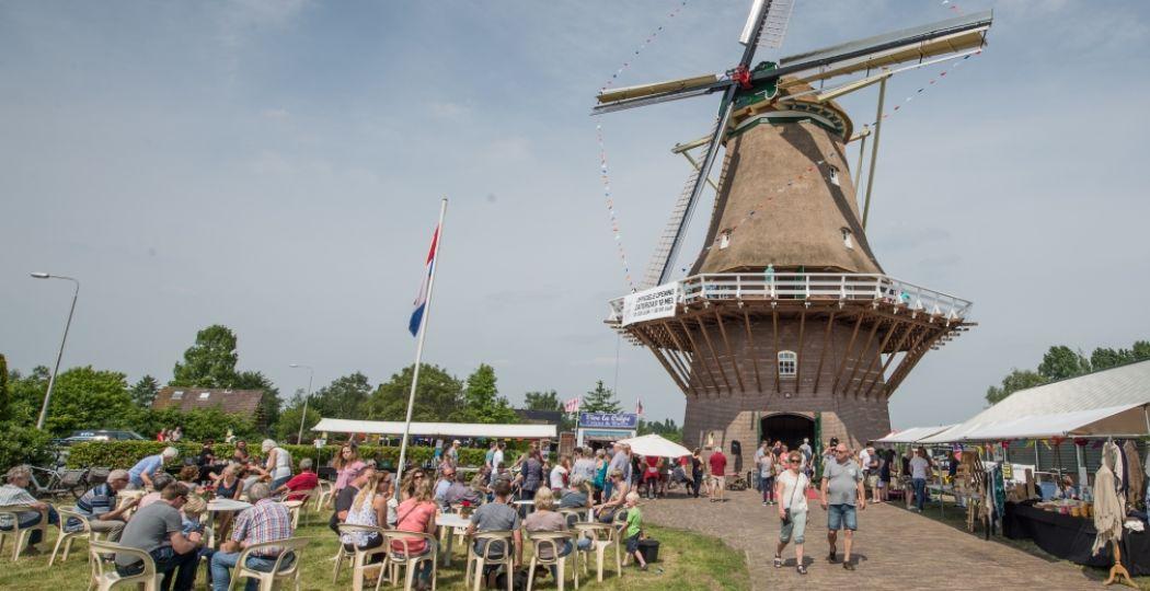 Ruim achthonderd molens spannen hun wieken en openen hun deuren voor een feestelijk dagje uit op 11 en 12 mei. Foto: De Hollandsche Molen © Wim Giebels.