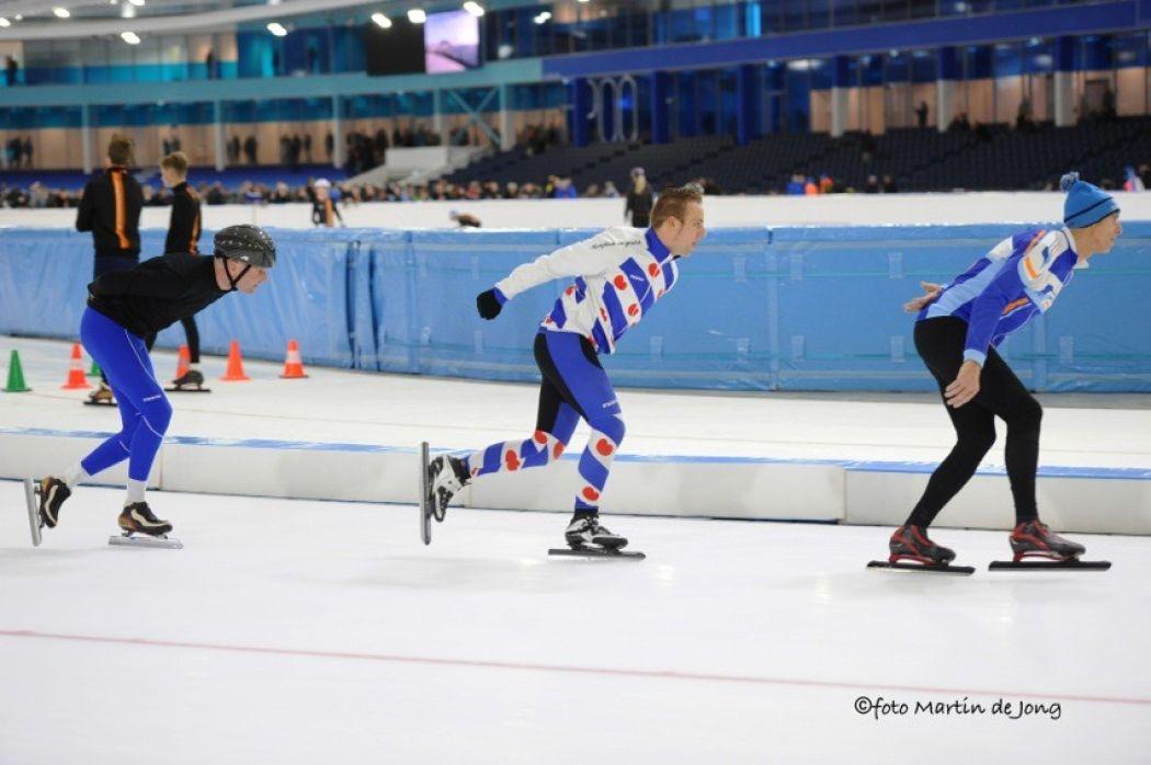 Op de nieuwe ijsvloer kan weer hard geschaatst worden. Foto: © Fotopersburo Martin de Jong
