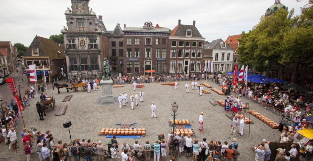 Een traditioneel gebeuren op de Hoornse Kaasmarkt. Foto: Ik Hou van Hoorn