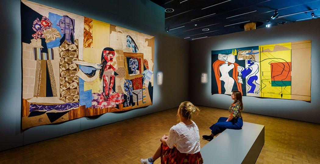 Zaaloverzicht tentoonstelling 'Extra Large', hoofdstuk De Meesters van de Moderne Tijd in Kunsthal Rotterdam. Foto: Kunsthal Rotterdam 2020 © Marco De Swart
