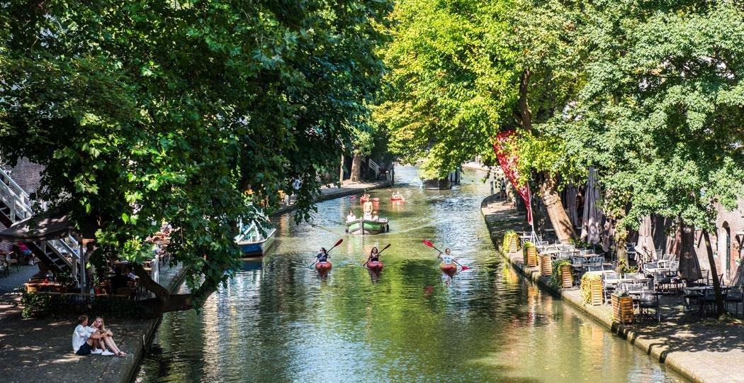 De Oudegracht, levensader van de stad Utrecht, is een heerlijke plek om te vertoeven en is de moeite van een bezichtiging waard. Foto: Utrecht Marketing © Anne Hamers