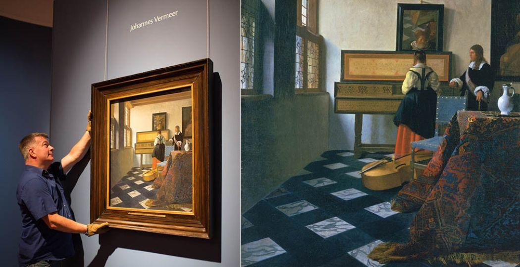 Links: Installatie 'De muziekles' van Johannes Vermeer. Rechts: Johannes Vermeer (1632-1675), Dame aan het virginaal met een heer ('De muziekles'), c.1660-1662, Royal Collection Trust / © Hare Majesteit Koningin Elizabeth II 2016