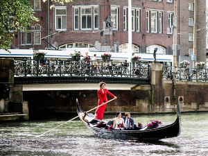 Gondelvaart door de Amsterdamse grachten