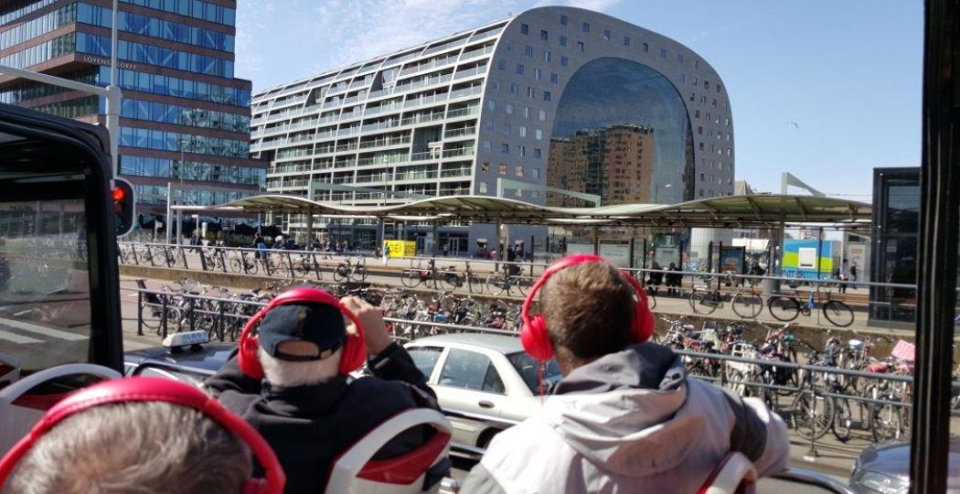 Ontdek de highlights van Rotterdam vanuit een cabrio bus! Foto: Sightseeing Rotterdam.