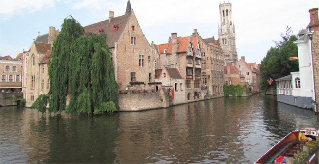 Ze noemen Brugge ook wel Klein Venetië. Stap in een boot en ontdek waarom. Foto: Jonathan Vink.