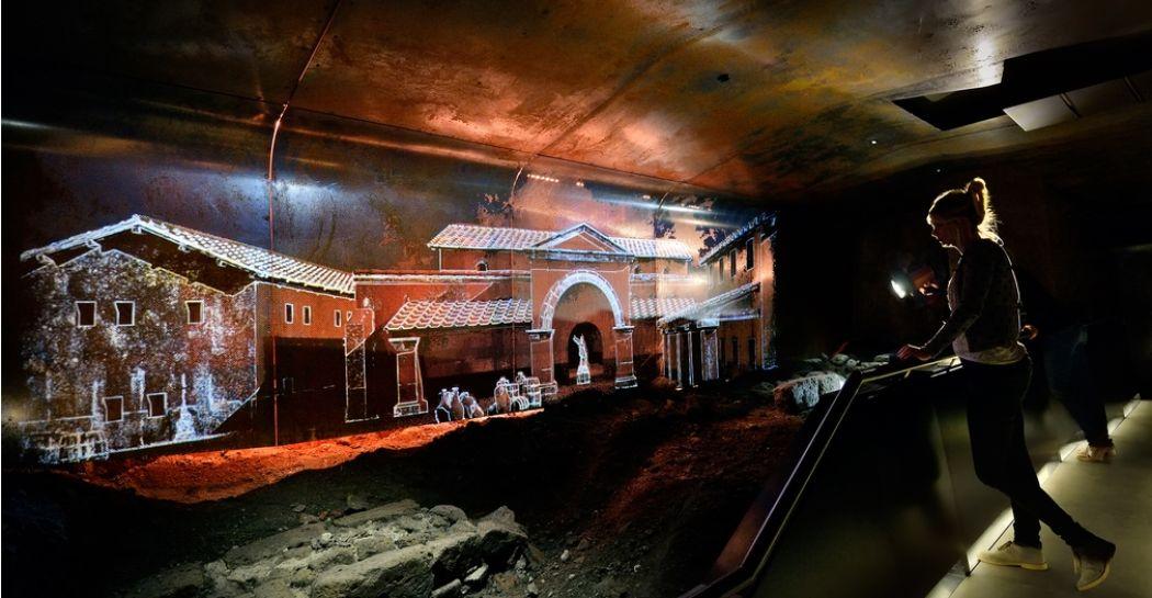 Ontdek een heel andere wereld onder de grond! Duik bijvoorbeeld bij DOMunder tussen ondergrondse opgravingen, waar gave projecties het verleden doen herleven. Foto: DOMunder © Mike Bink