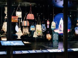 Tassen in alle soorten en maten. Foto: Tassenmuseum Amsterdam.