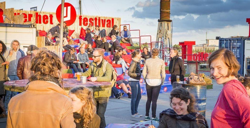 Theaterhoppen bij het Over het IJ Festival. Foto: Over het IJ © Saris & den Engelsman.