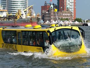 Bus in het water.