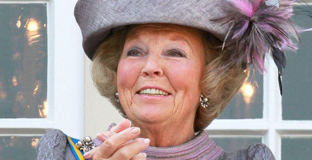 De hoeden van voormalig koningin Beatrix zijn te zien in de tentoonstelling 'Chapeaux! de hoeden van Koningin Beatrix'. Dit was haar hoofddeksel op Prinsjesdag 2010. Foto: Paleis Het Loo, PPE.