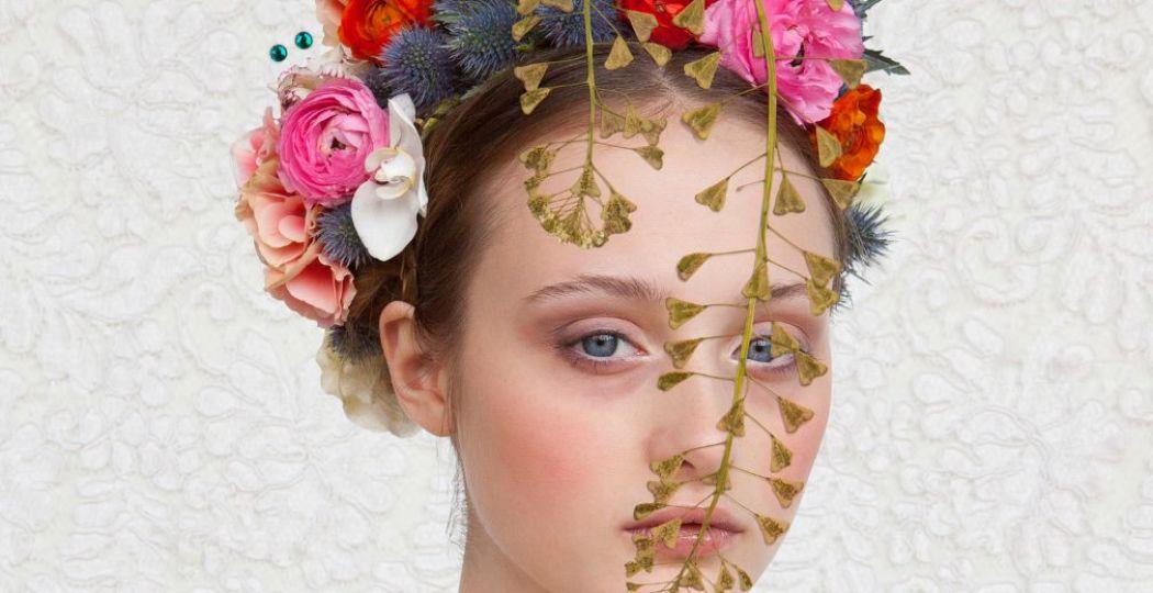 'Girl with dried flowers' van Saskia Wagenvoort, te zien in de tentoonstelling. Foto: Doe Museum © Saskia Wagenvoort