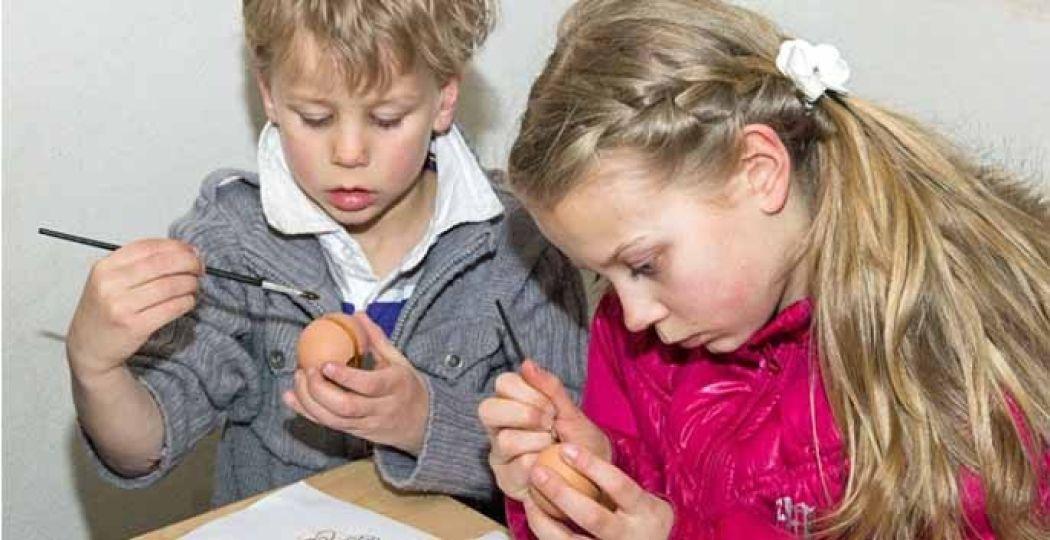 Eieren schilderen hoort erbij, ook in Museumpark Orientalis. Foto: Museumpark Orientalis - Heilig Land-Stichting