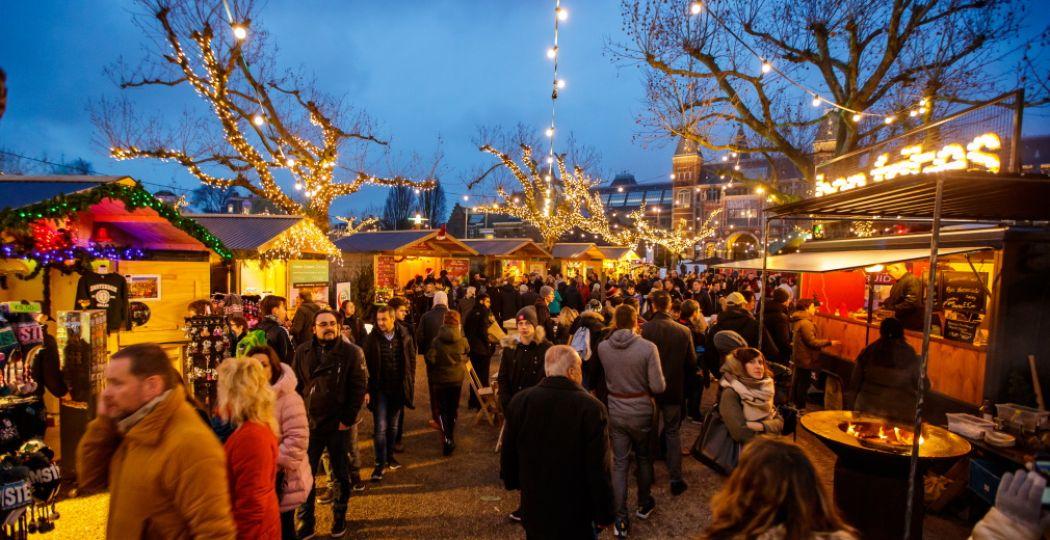 Bezoek de kerstmarkt op het Museumplein. Foto: Ice Amsterdam.